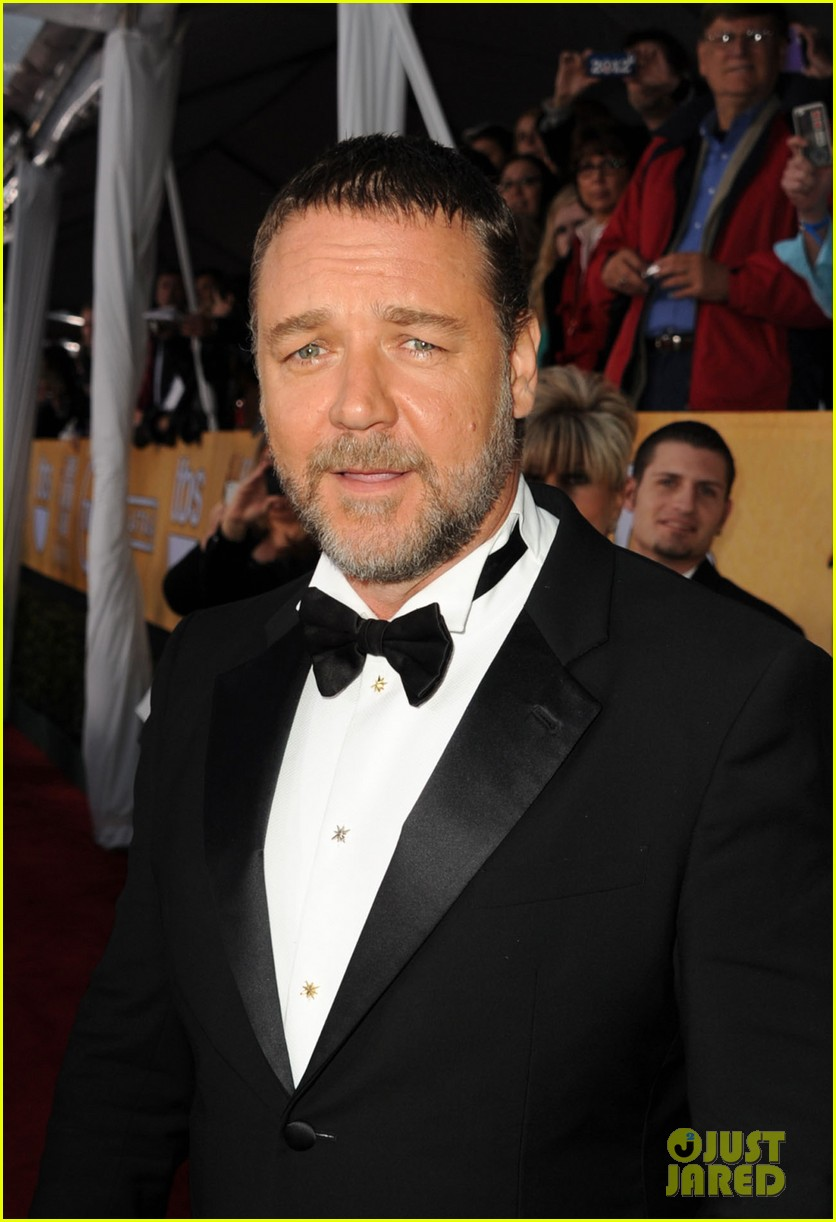 russell crowe sacha baron cohen sag awards 2013 04
