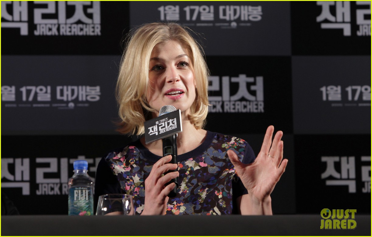 tom cruise rosamund pike jack reacher seoul photo call 162788111