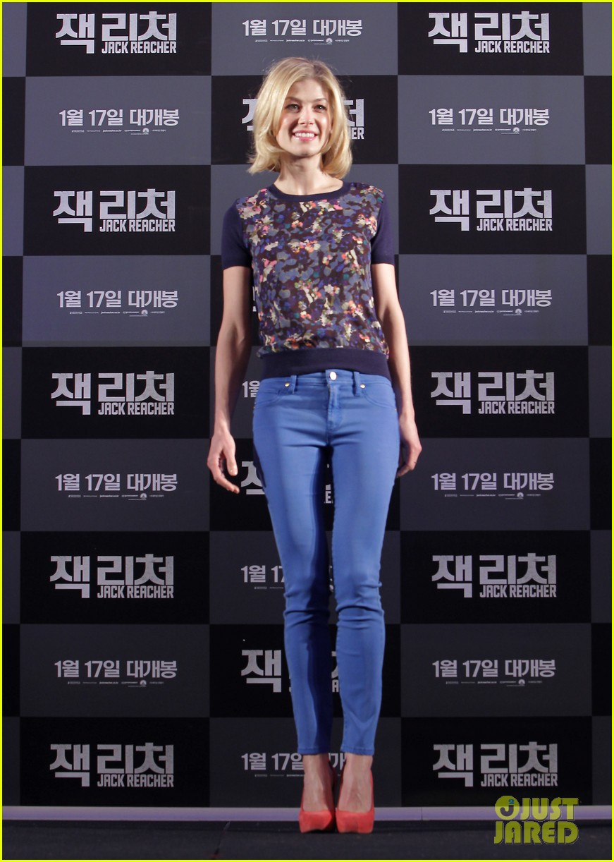 tom cruise rosamund pike jack reacher seoul photo call 22