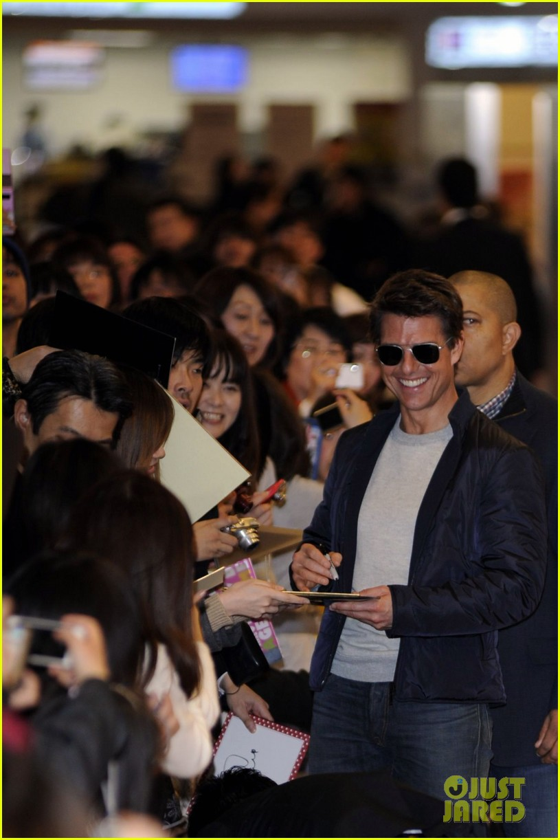tom cruise warm welcome in tokyo 04