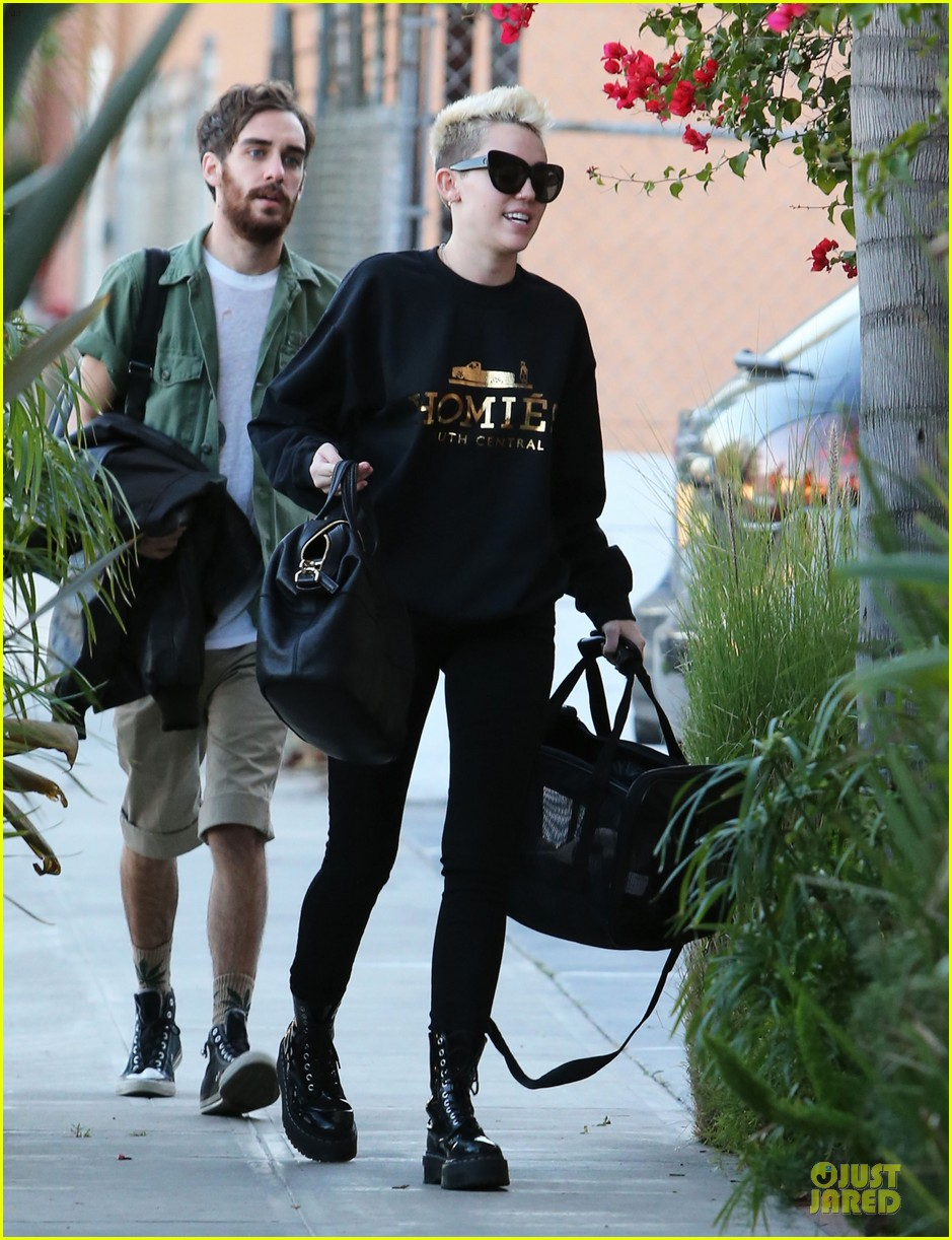 miley cyrus recording studio session with pet pooch bean 03