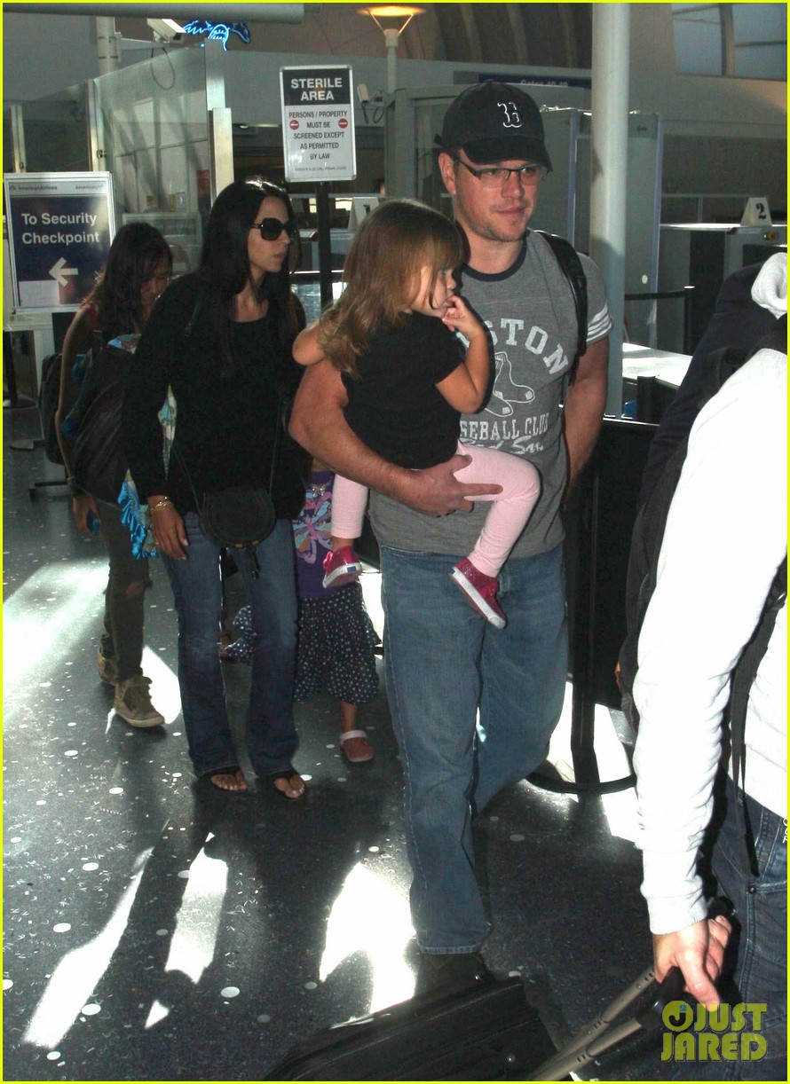 matt damon family lax arrival 07