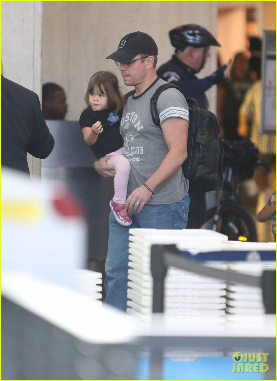 matt damon family lax arrival 172784664