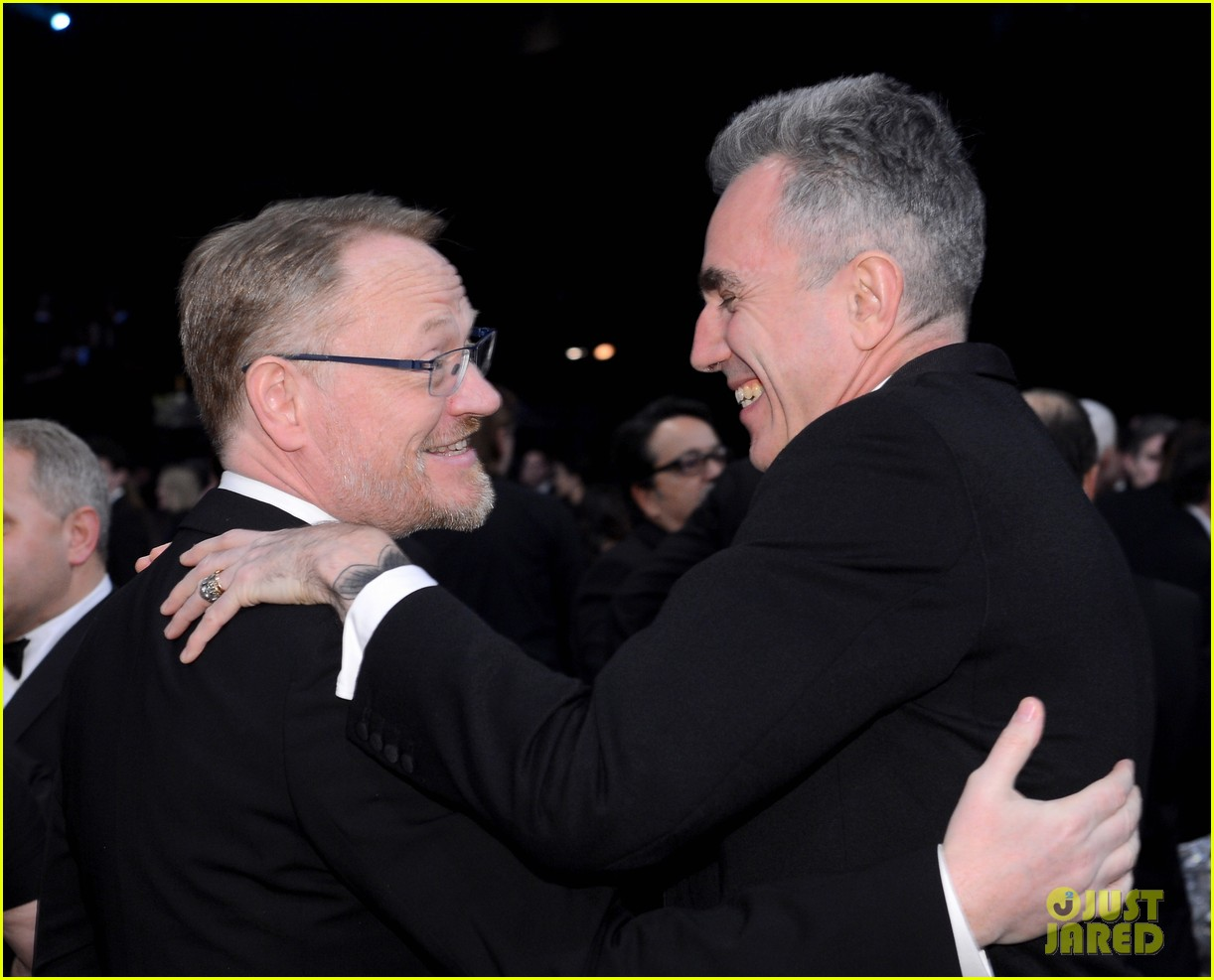 daniel day lewis thanks joaquin phoenix in sag acceptance speech 022799890