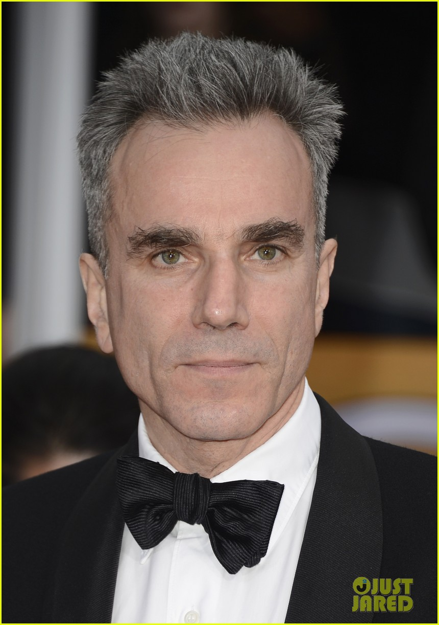 daniel day lewis thanks joaquin phoenix in sag acceptance speech 032799891