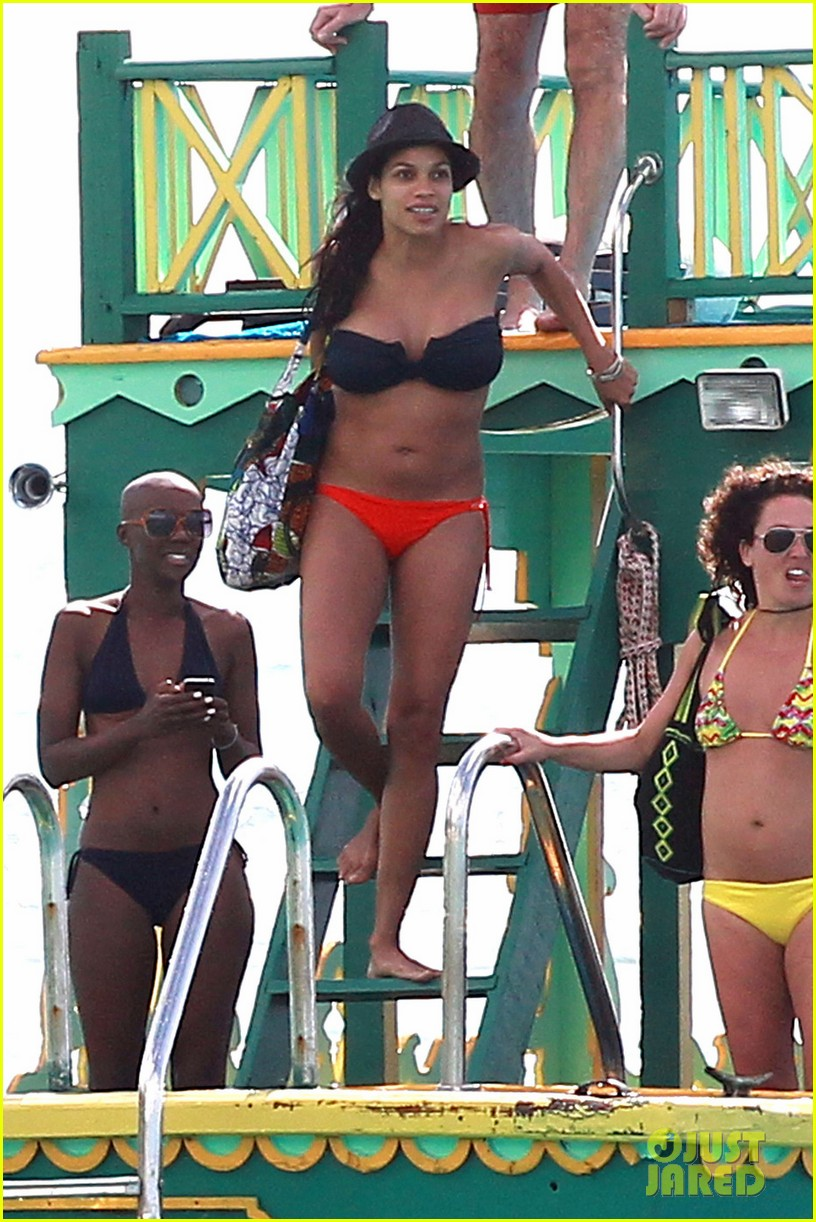 rosario dawson barbados bikini babe with shirtless danny boyle 012786252