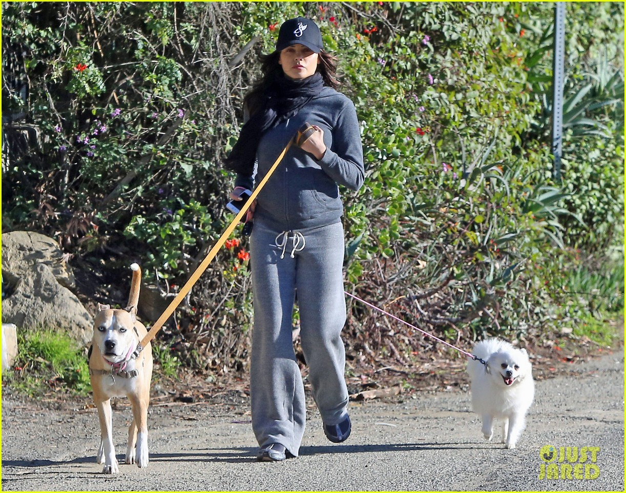 jenna dewan shows off growing baby bump on dog walk 20