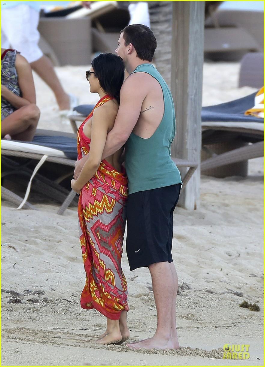 pregnant jenna dewan & channing tatum st barts kissing pair 01
