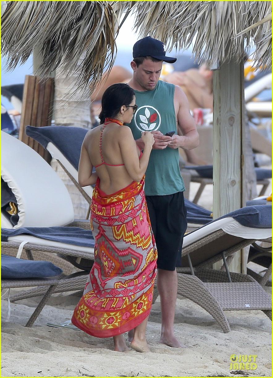 pregnant jenna dewan & channing tatum st barts kissing pair 14