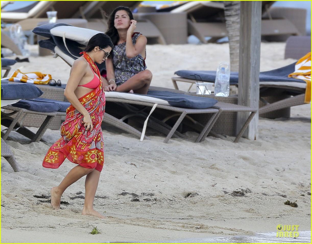 pregnant jenna dewan & channing tatum st barts kissing pair 16