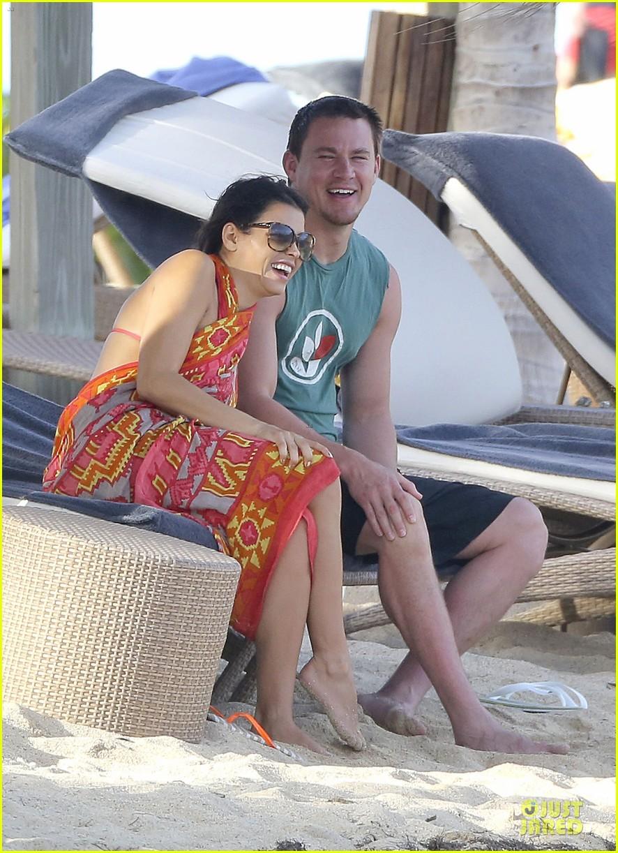 pregnant jenna dewan & channing tatum st barts kissing pair 27