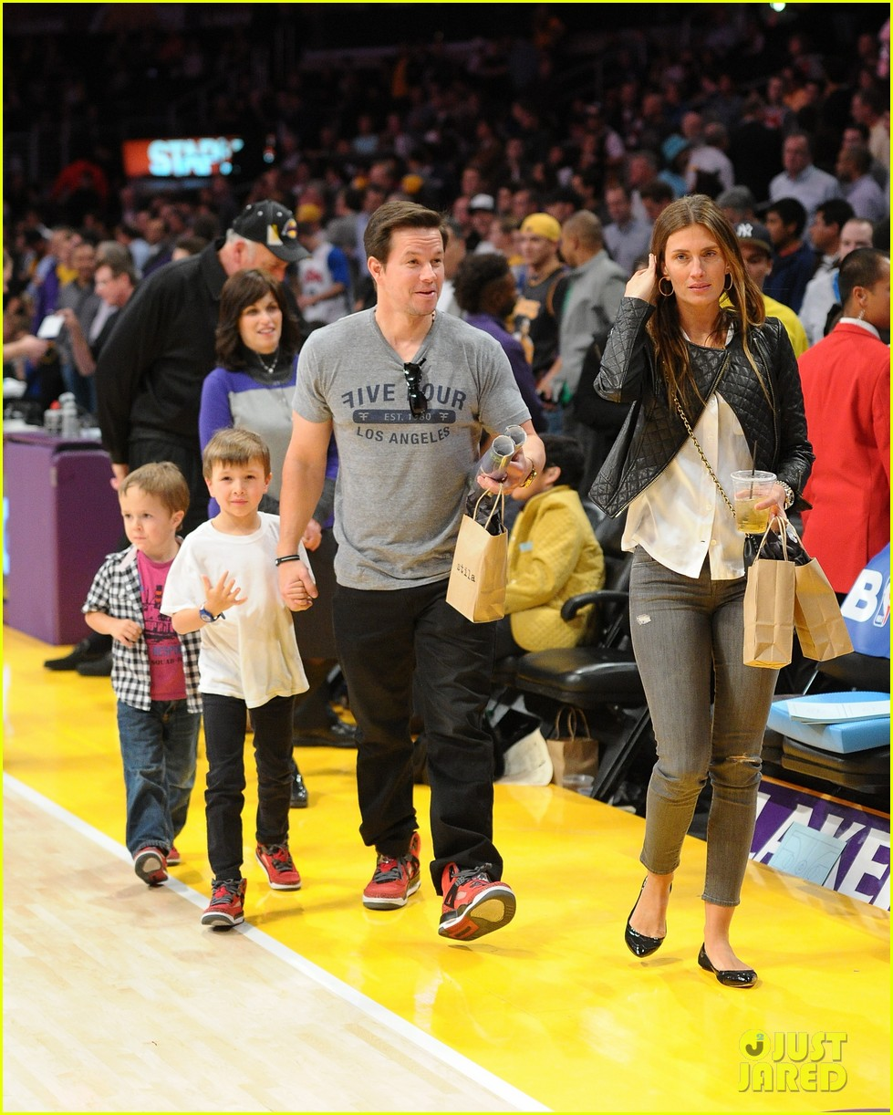 leonardo dicaprio lakers game night 04