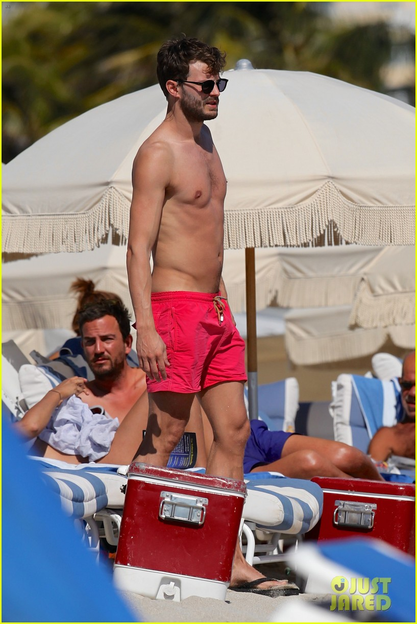 once upon time jamie dornan shirtless in miami 02