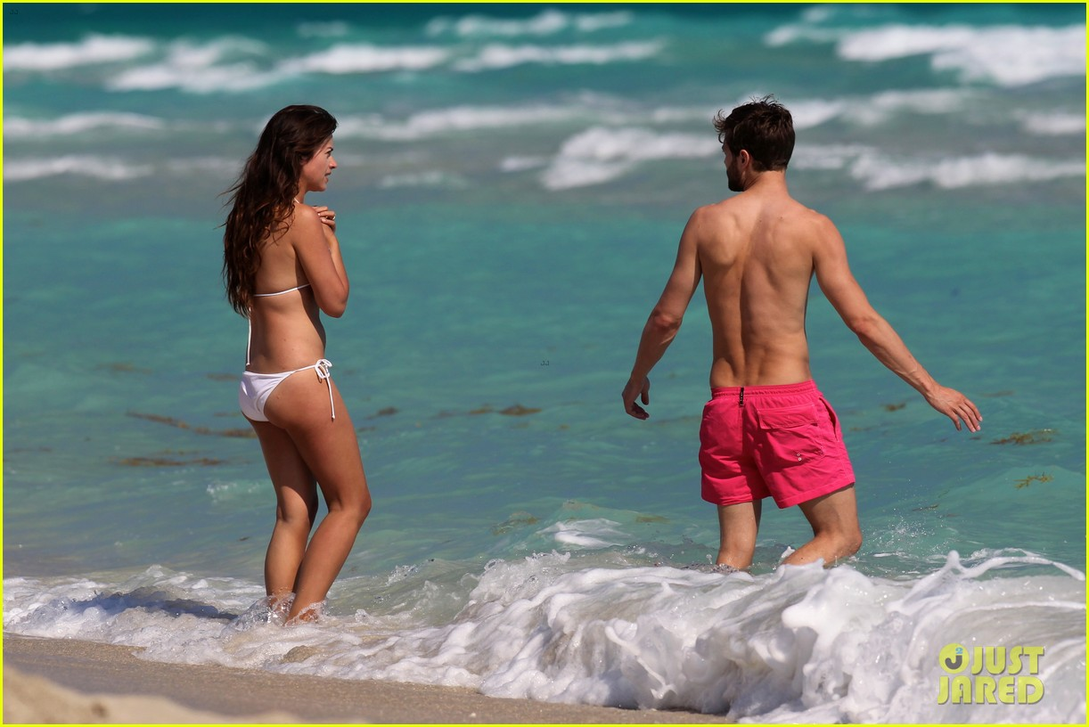 once upon time jamie dornan shirtless in miami 06