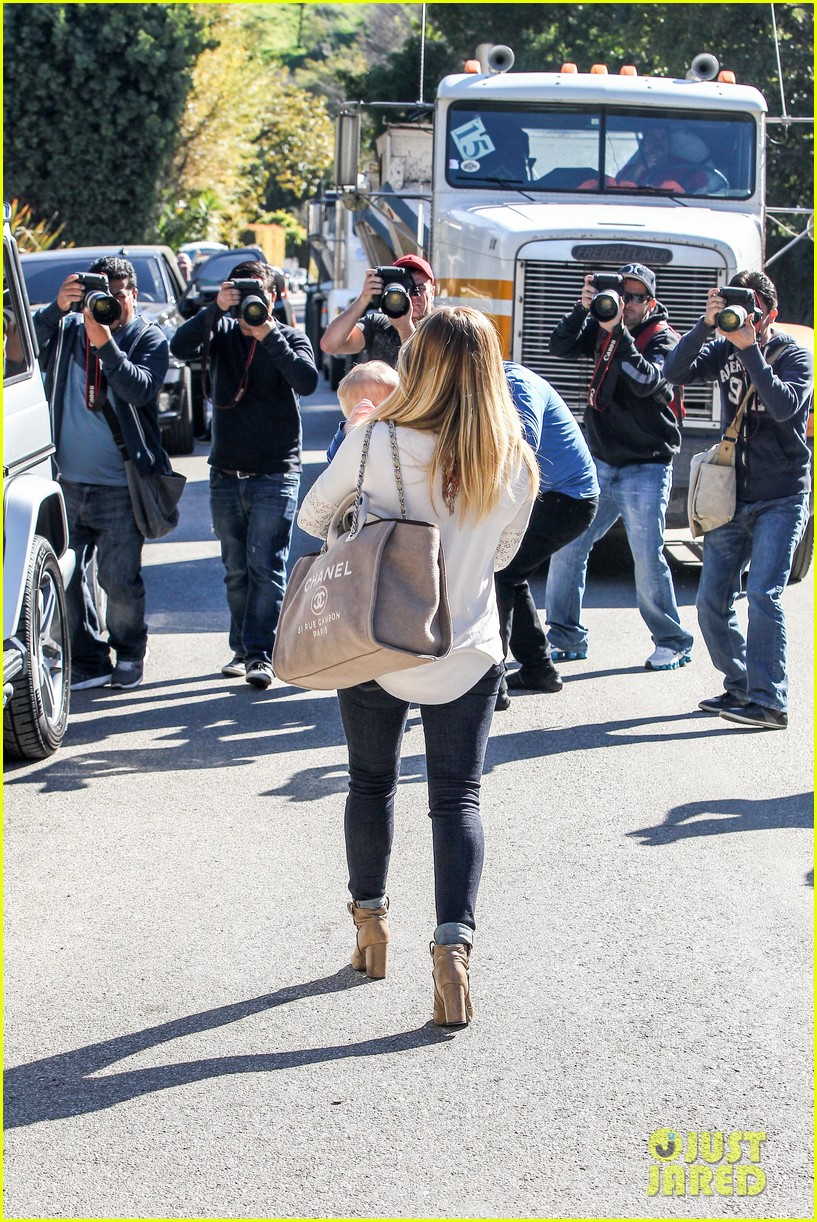 hilary duff mike comrie lakers lovers 142794055