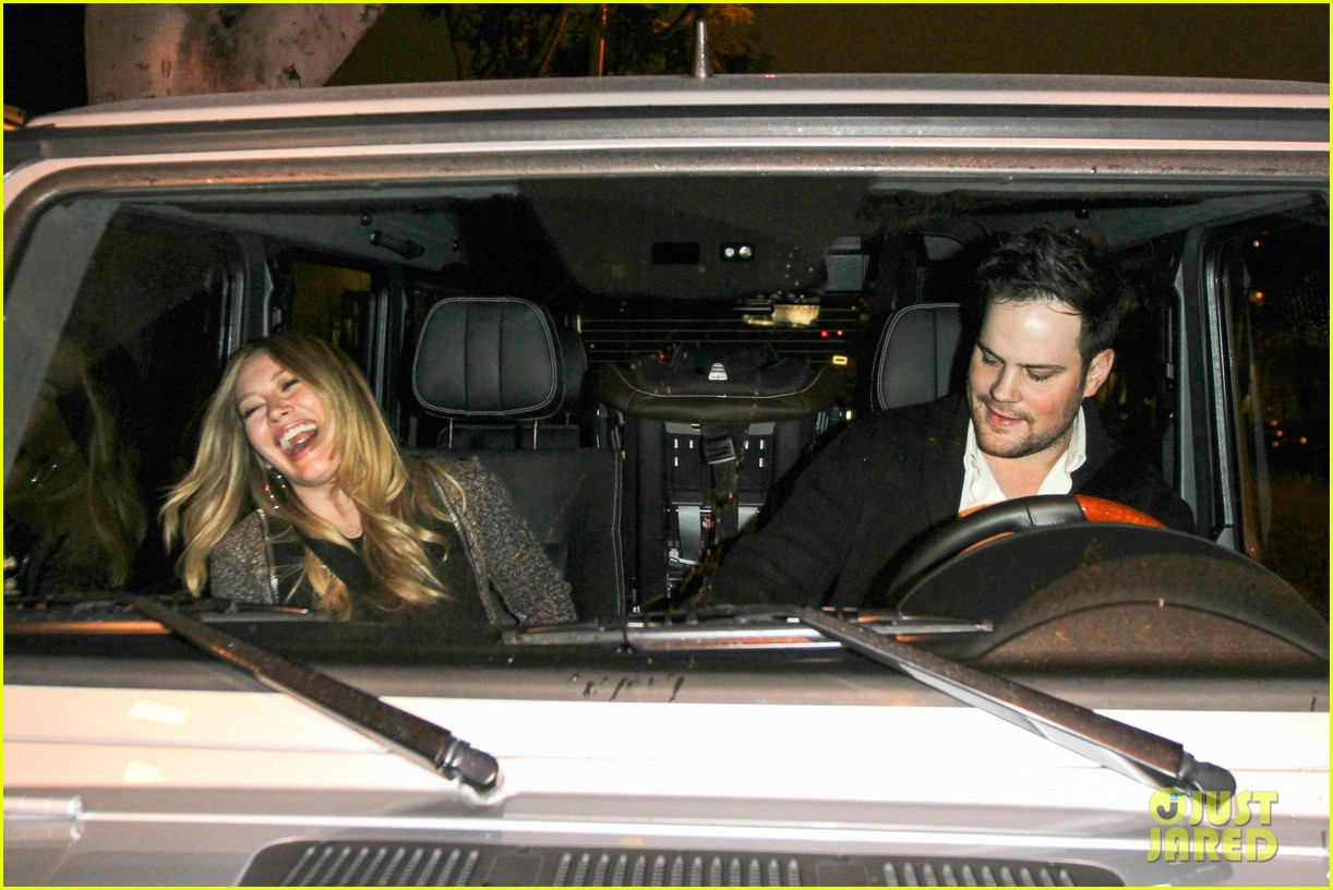 hilary duff mike comrie madeo dinner couple 08