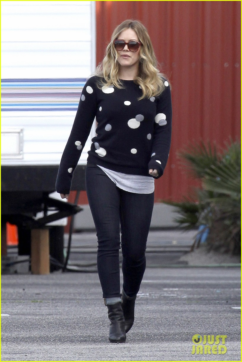 hilary duff raising hope set 03