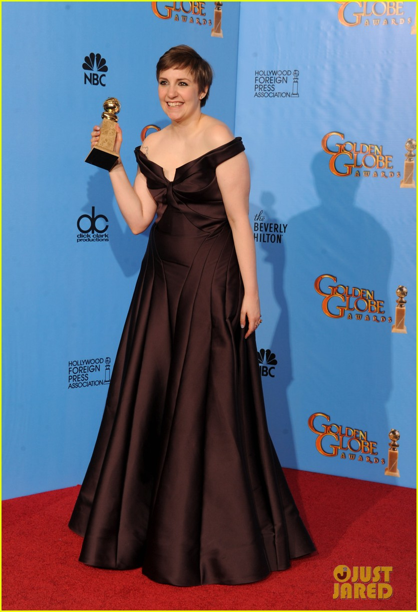 lena dunham girls wins best comedy series at golden globes 2013 11