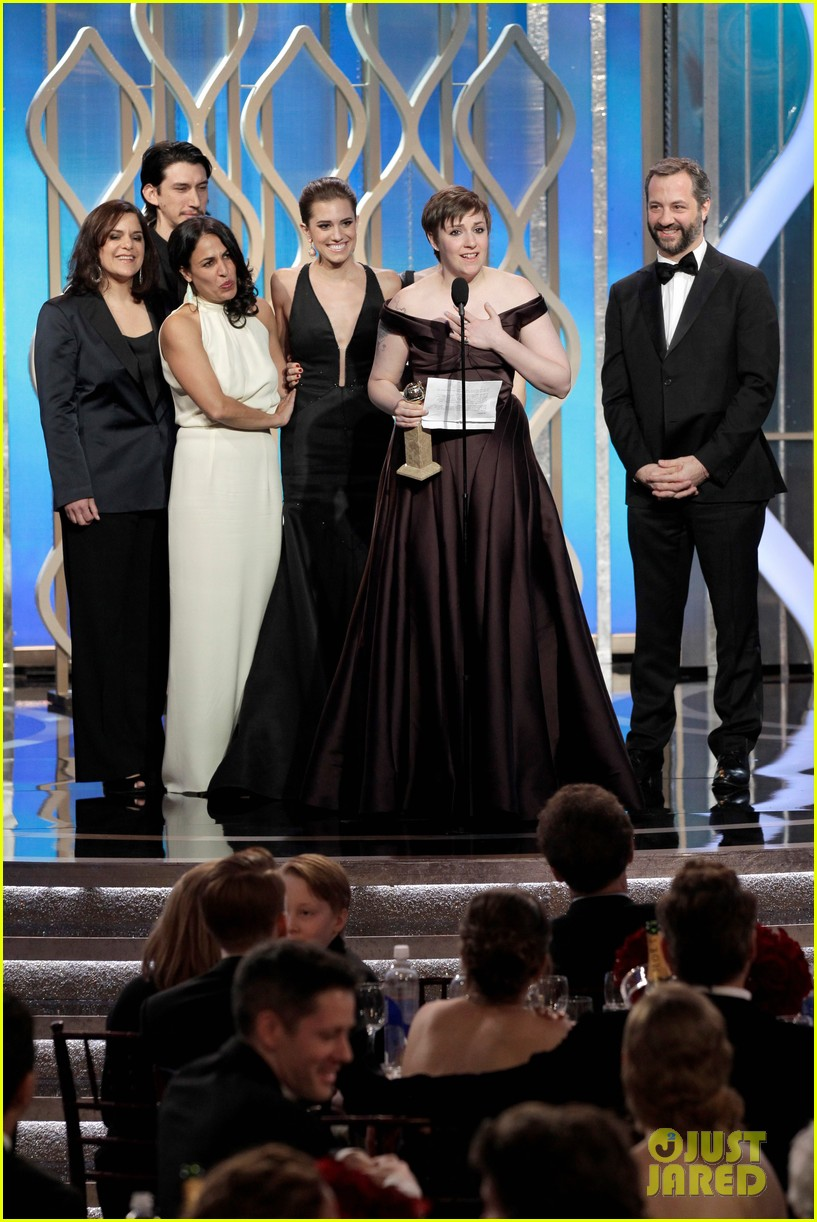 lena dunham girls wins best comedy series at golden globes 2013 21