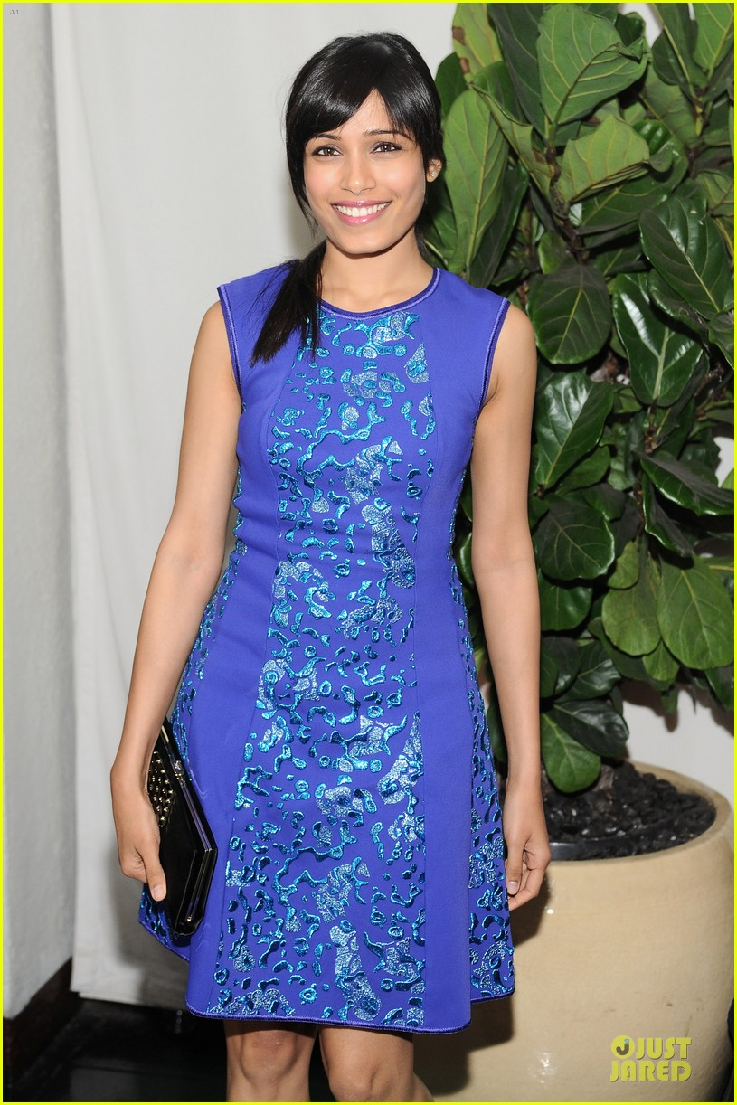 freida pinto dev patel w magazine pre golden globes party 04