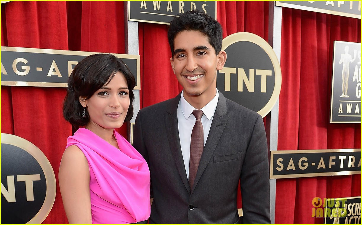 freida pinto dev patel sag awards 2013 red carpet 04