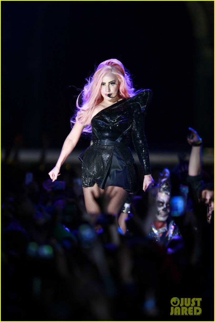 lady gaga kicks off north american tour in vancouver 01.2794332