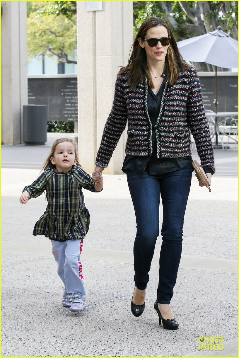 jennifer garner ahmanson play date with violet & seraphina 052785305