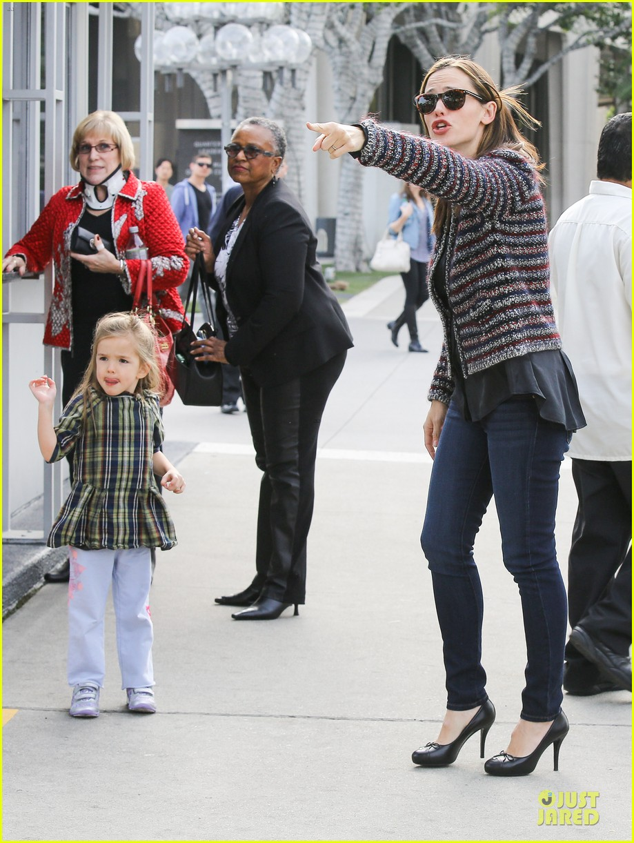jennifer garner ahmanson play date with violet & seraphina 072785307