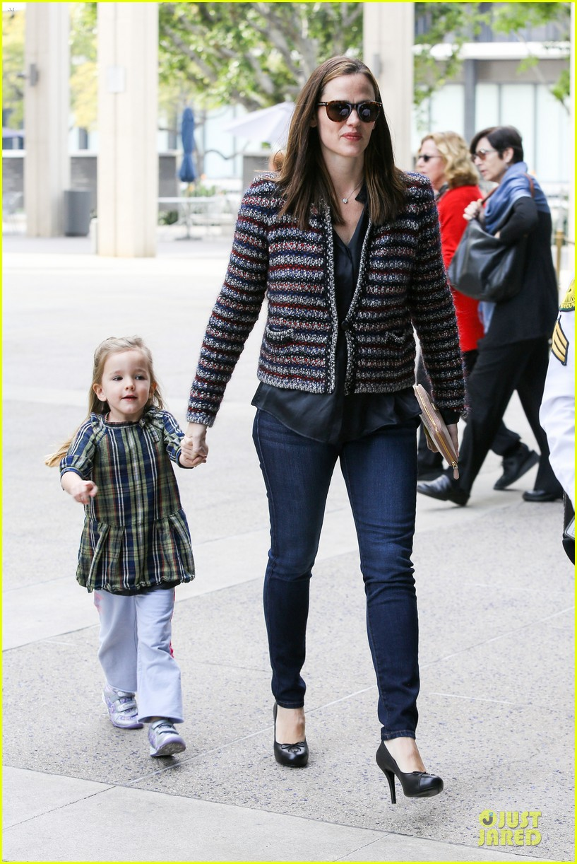 jennifer garner ahmanson play date with violet & seraphina 142785314
