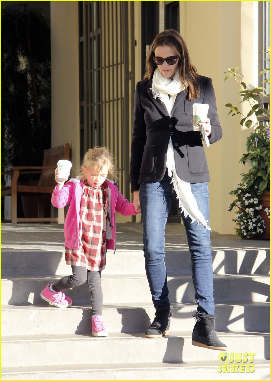 jennifer garner ballet coffee with seraphina 01