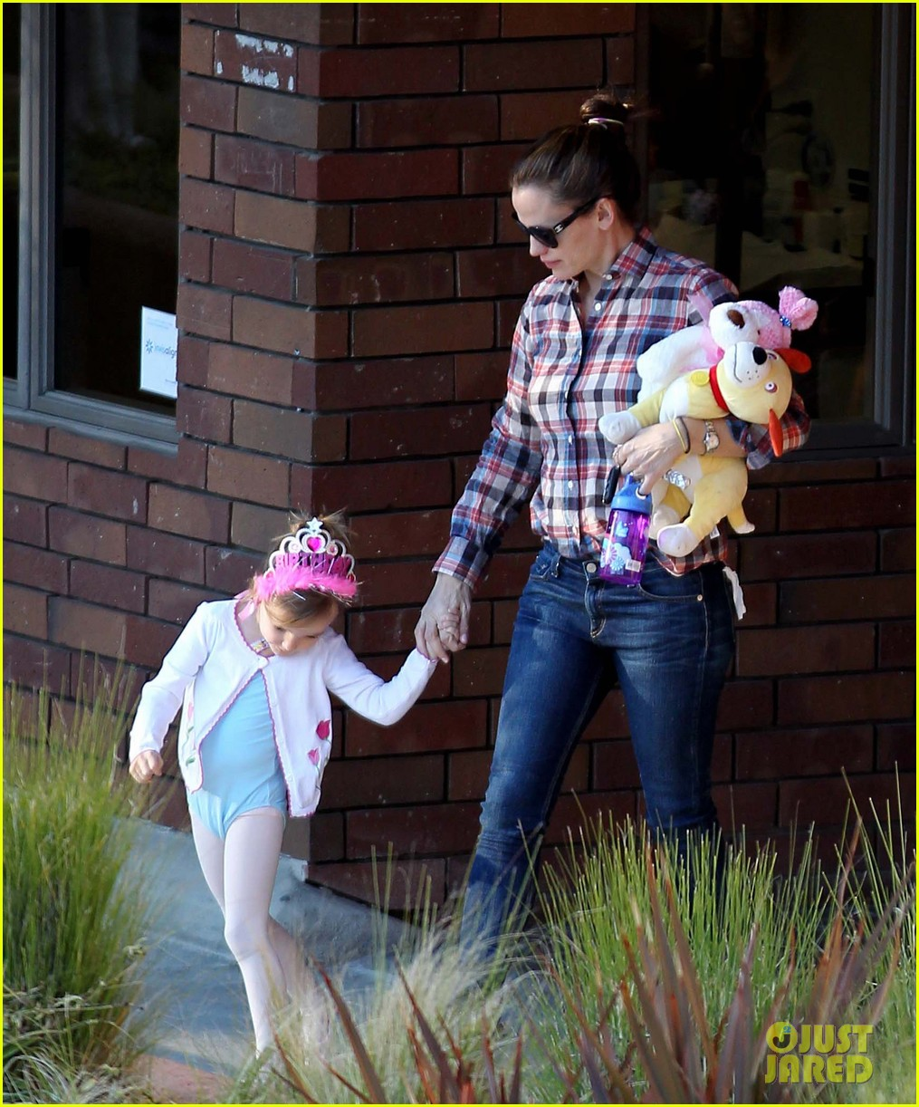 jennifer garner ballet coffee with seraphina 08