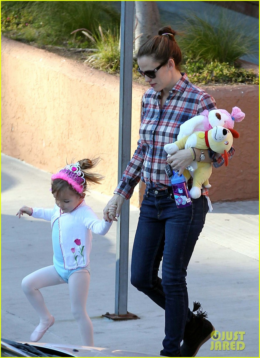 jennifer garner ballet coffee with seraphina 10