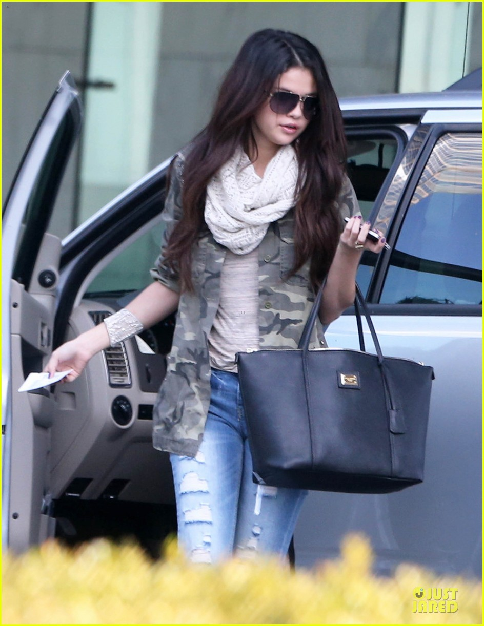selena gomez office day with vanessa hudgens 02