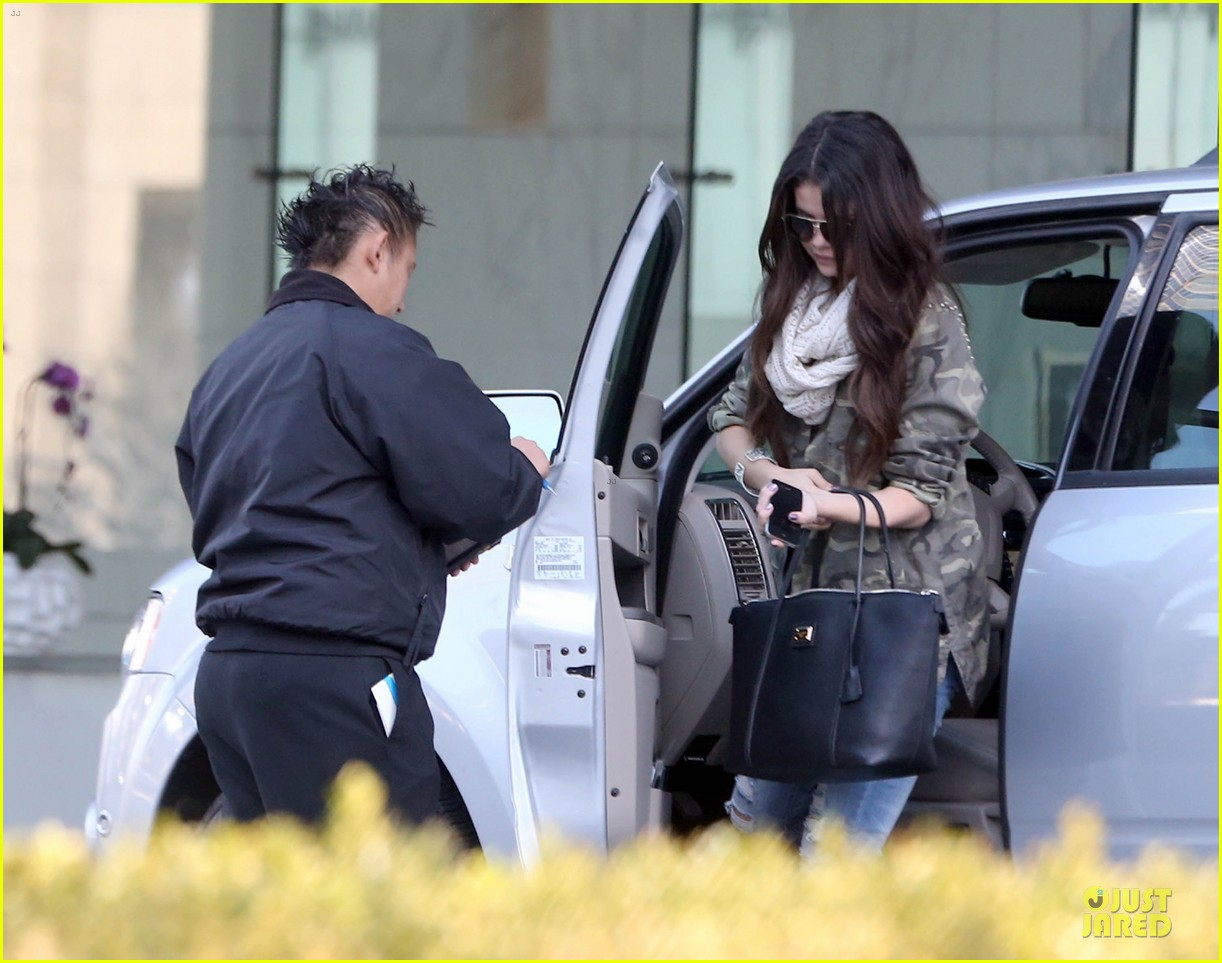 selena gomez office day with vanessa hudgens 11