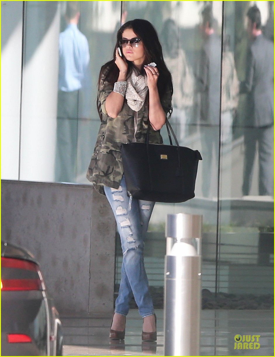 selena gomez office day with vanessa hudgens 142787361