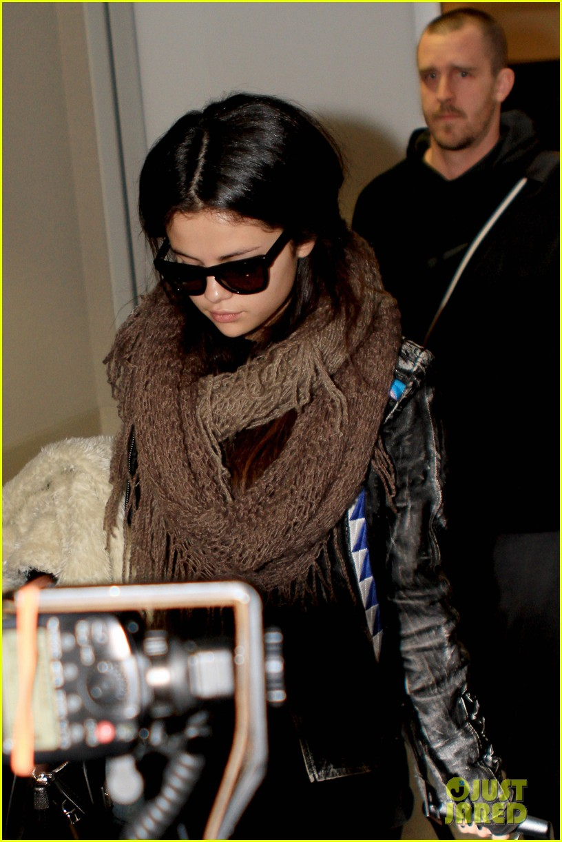 selena gomez lax to jfk 04