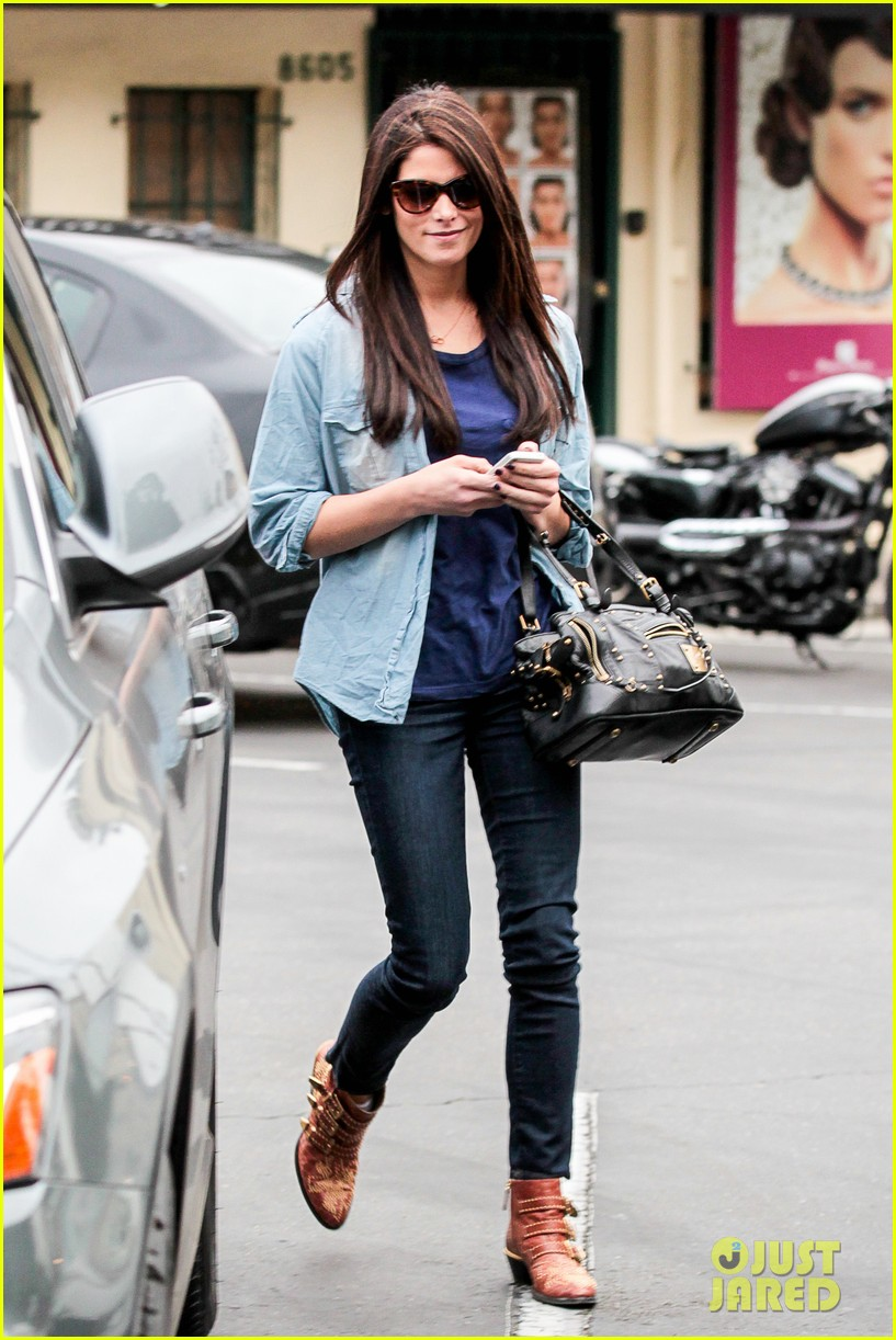 ashley greene cafe med cutie 07