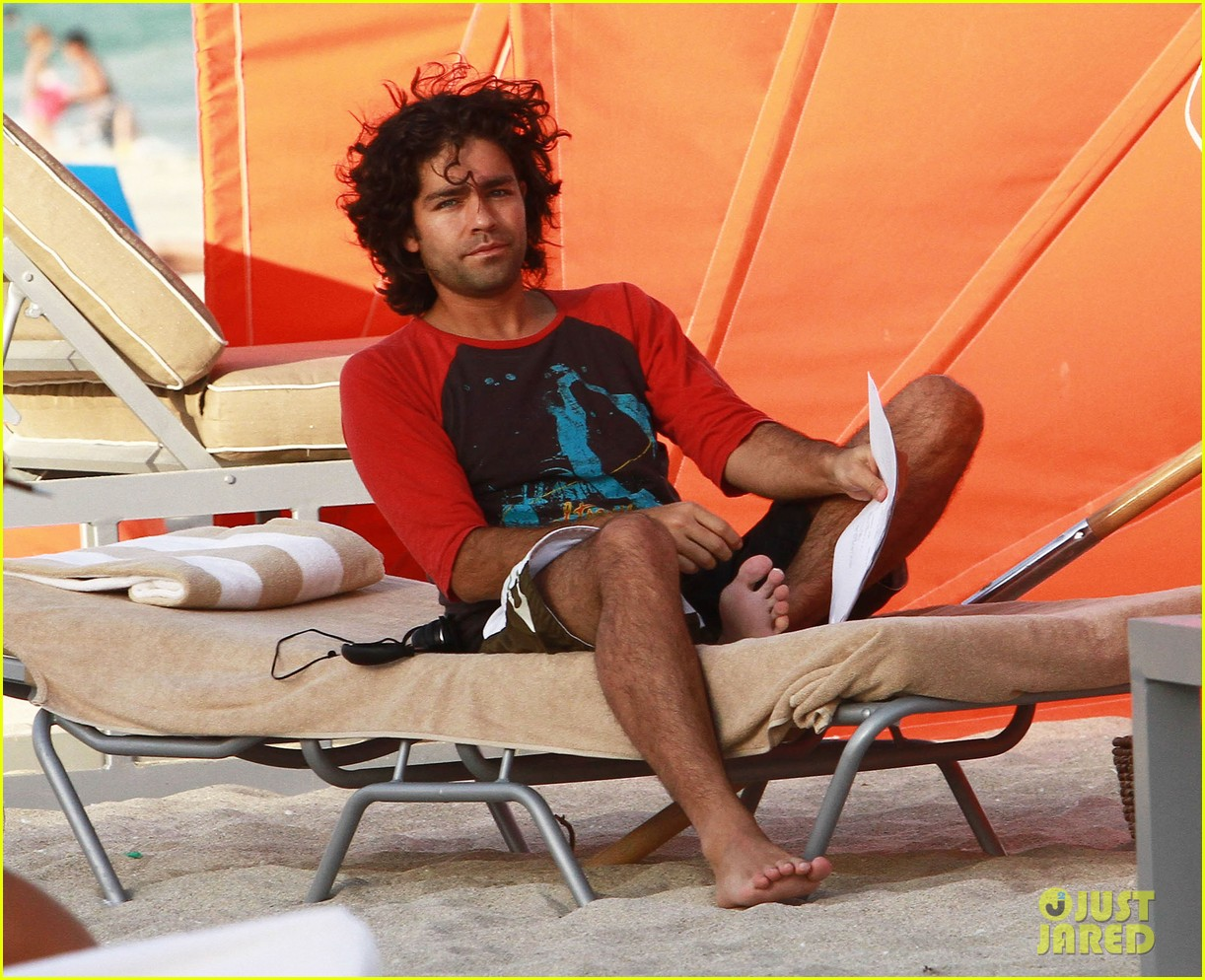 adrian grenier shirtless beach reading 072790604