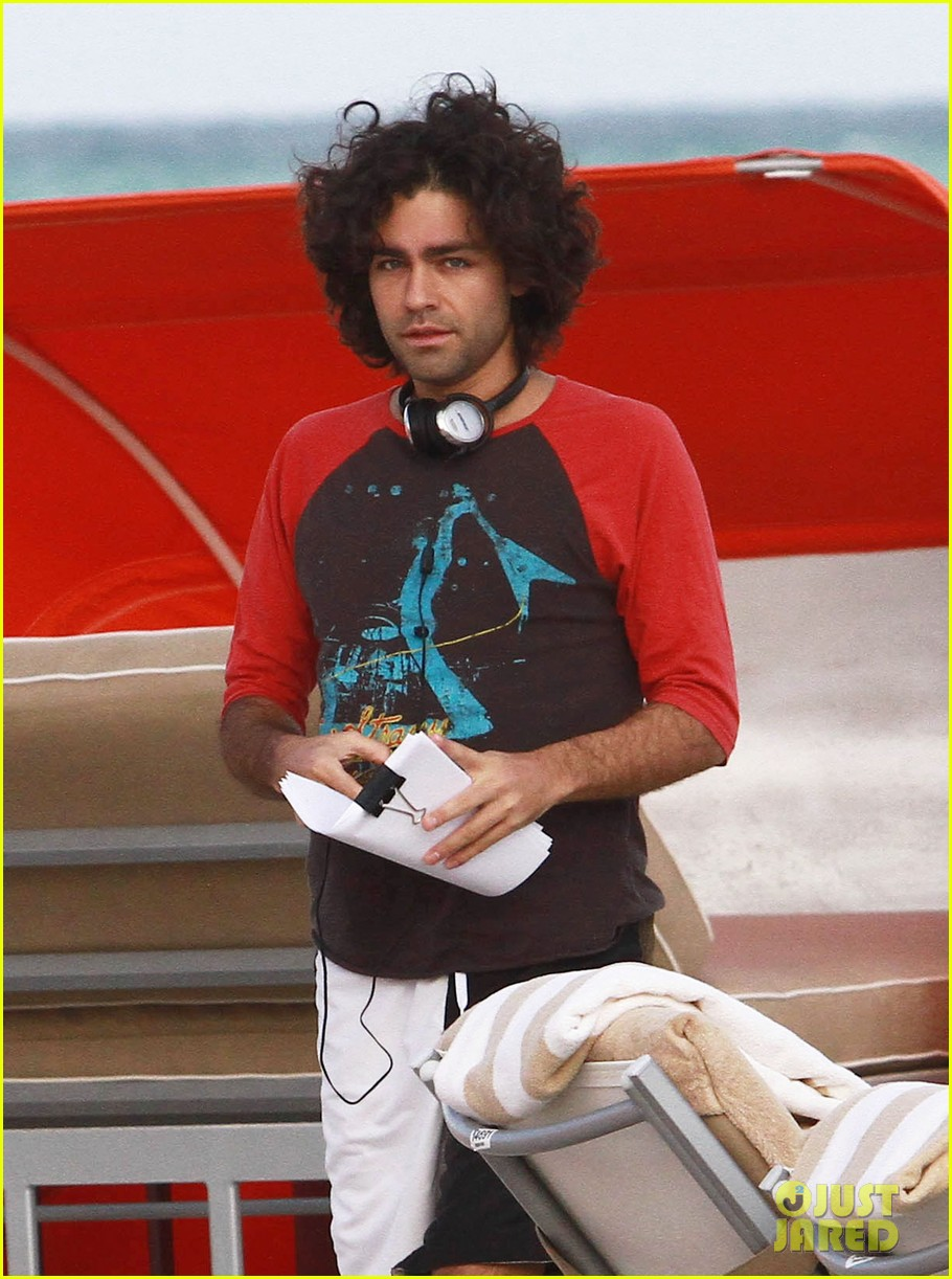 adrian grenier shirtless beach reading 12