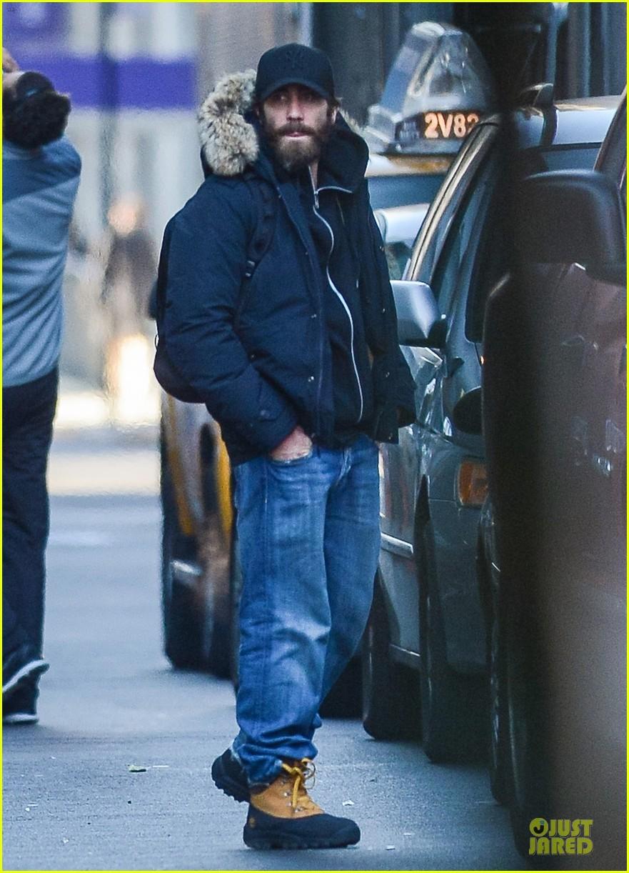 jake gyllenhaal is not dating katie holmes 01