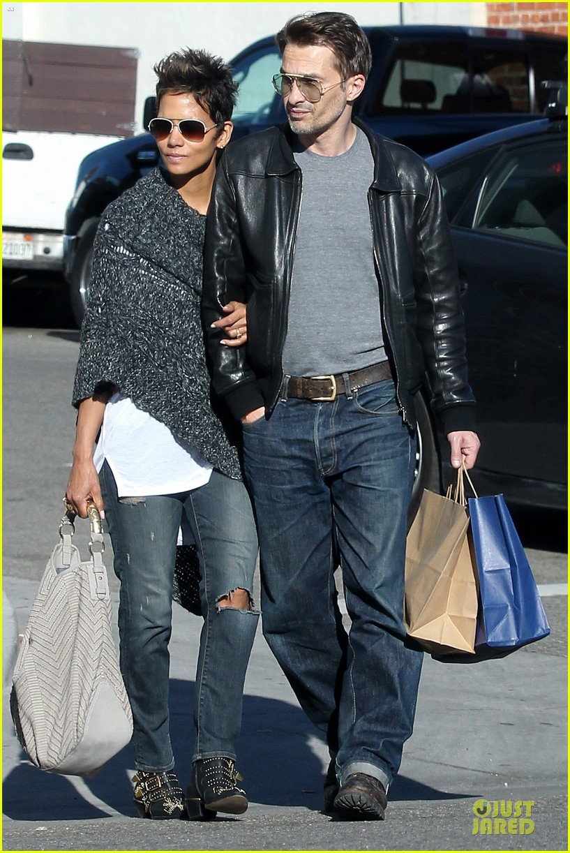 halle berry pushed for more in movie 43 04
