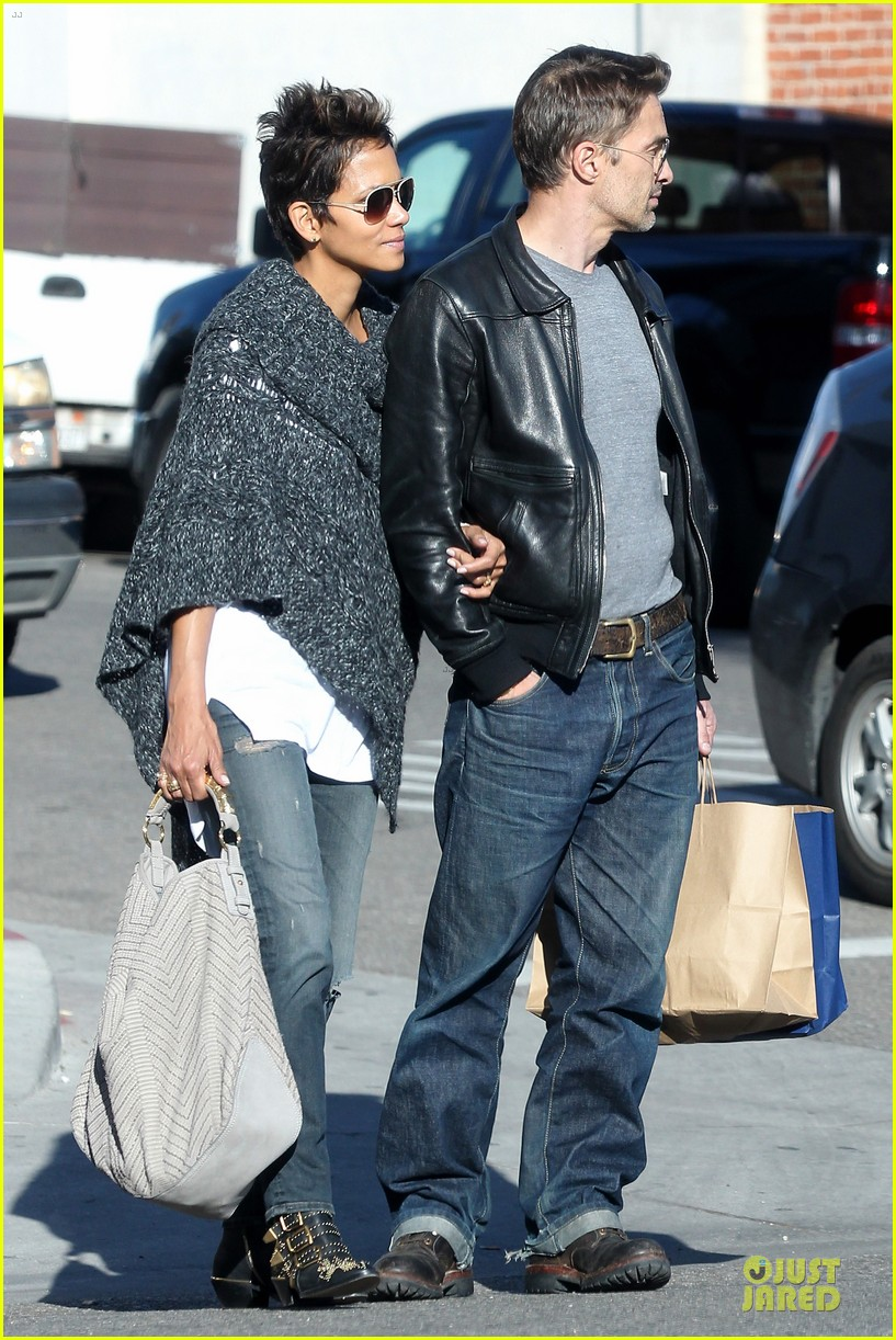halle berry pushed for more in movie 43 15