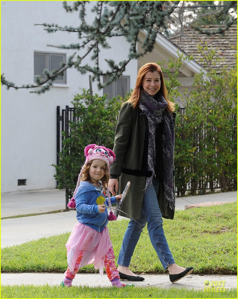 alyson hannigan motherhood is the most rewarding job ever 01