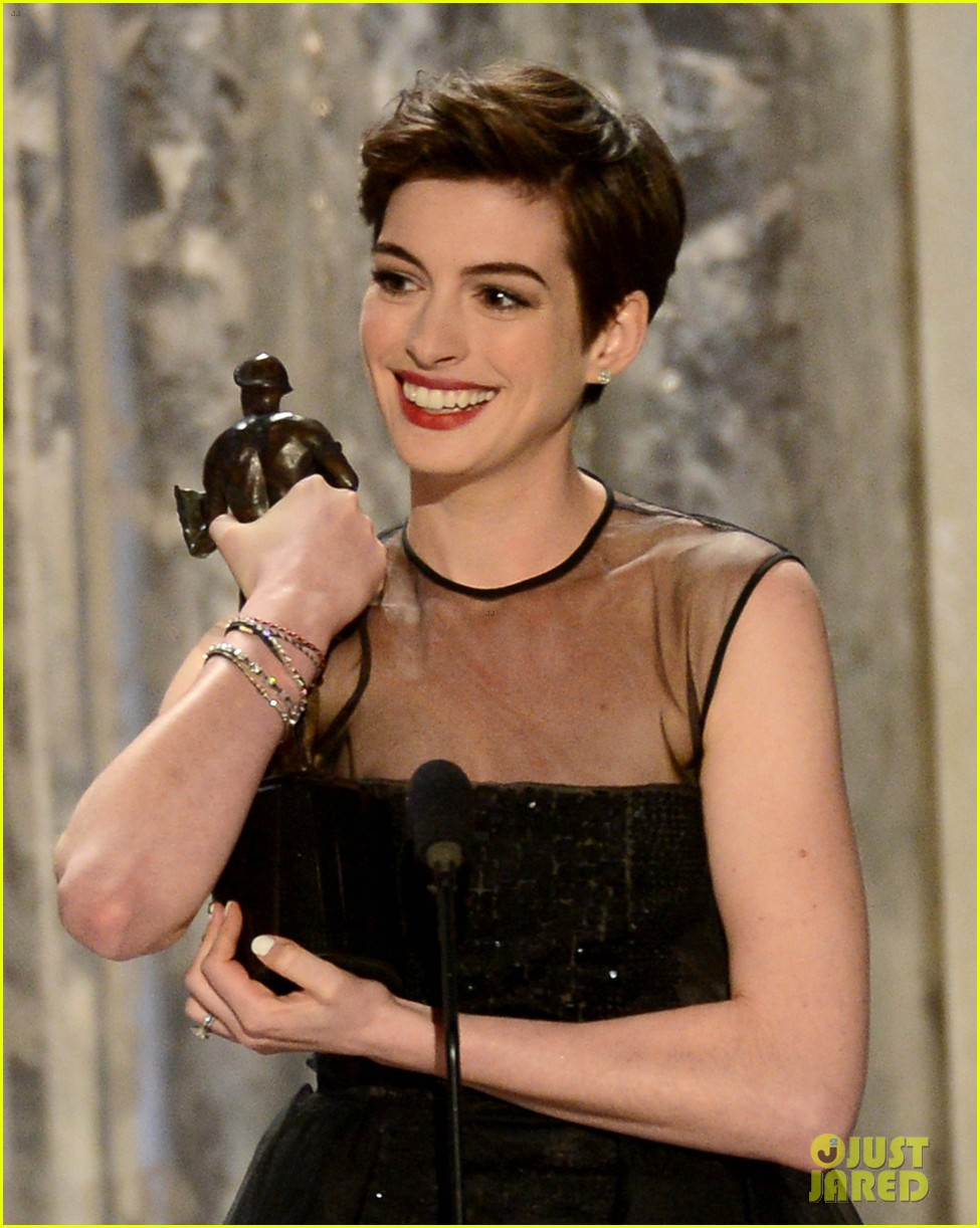 anne hathaway sag awards winner 01