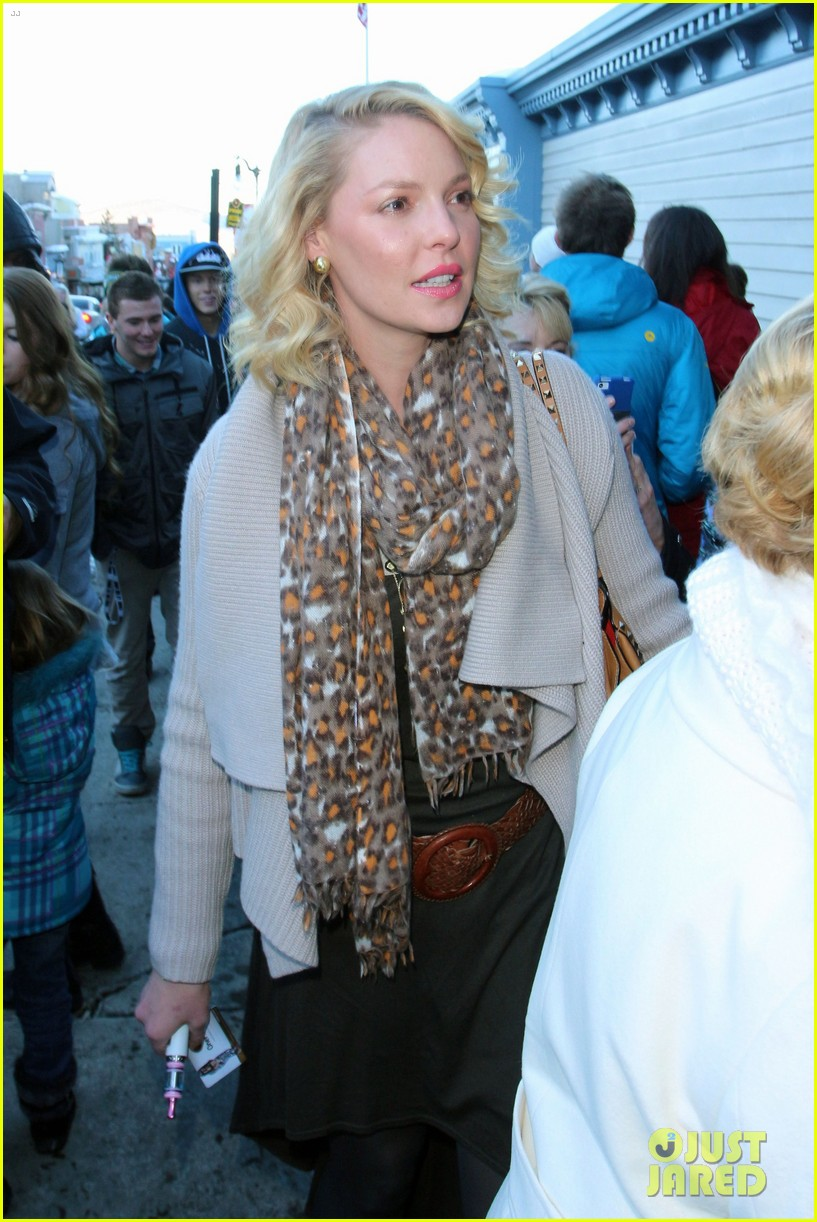 katherine heigl abigail spencer kari feinstein style lounge 092795589