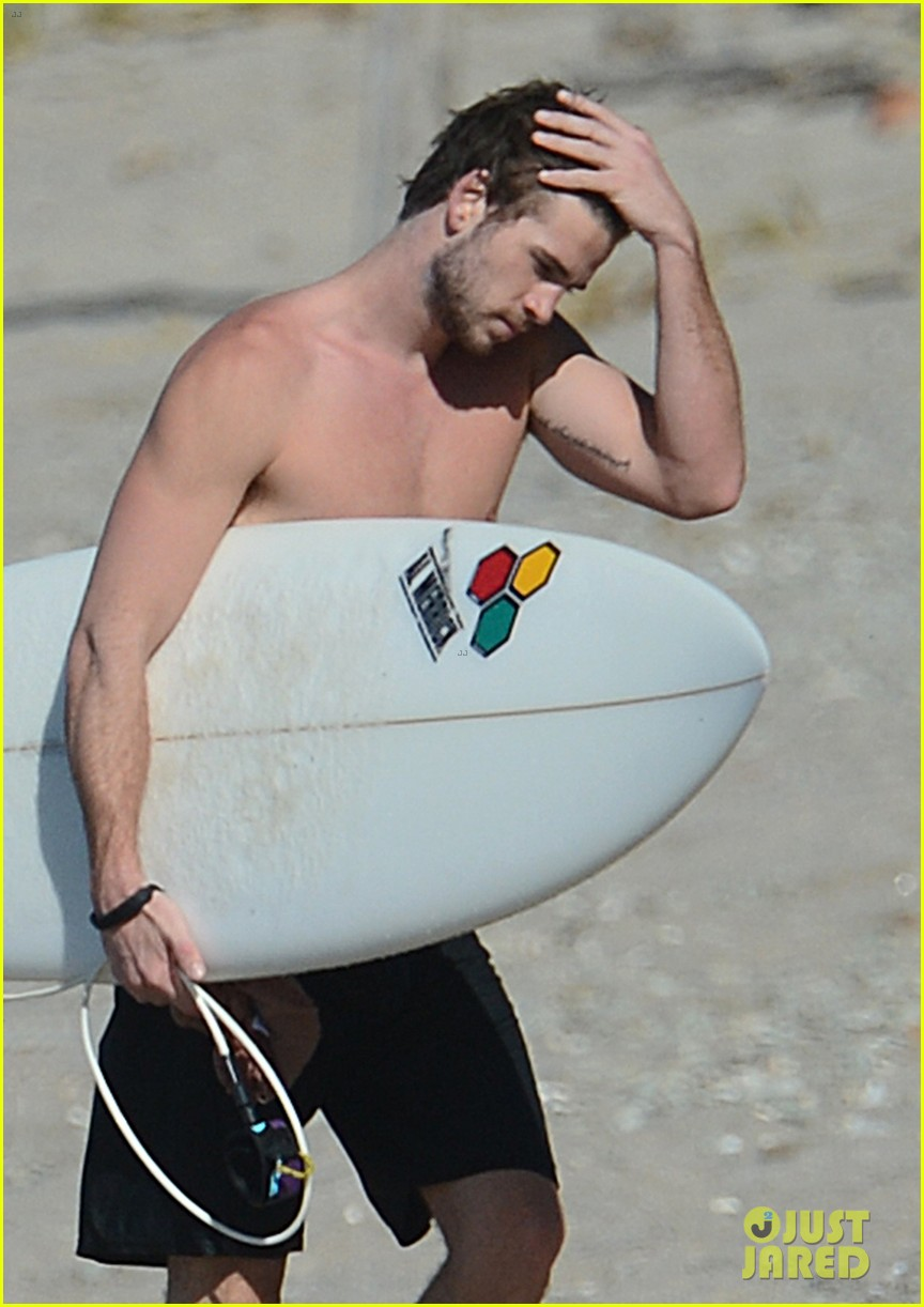 chris liam hemsworth shirtless surfing duo 04