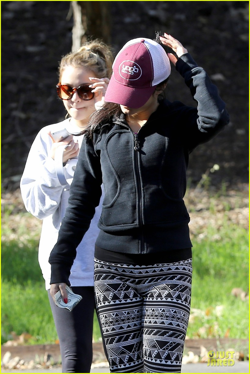 vanessa hudgens studio city hike with stella 20