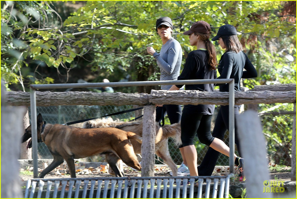 eva mendes new years eve hike 34