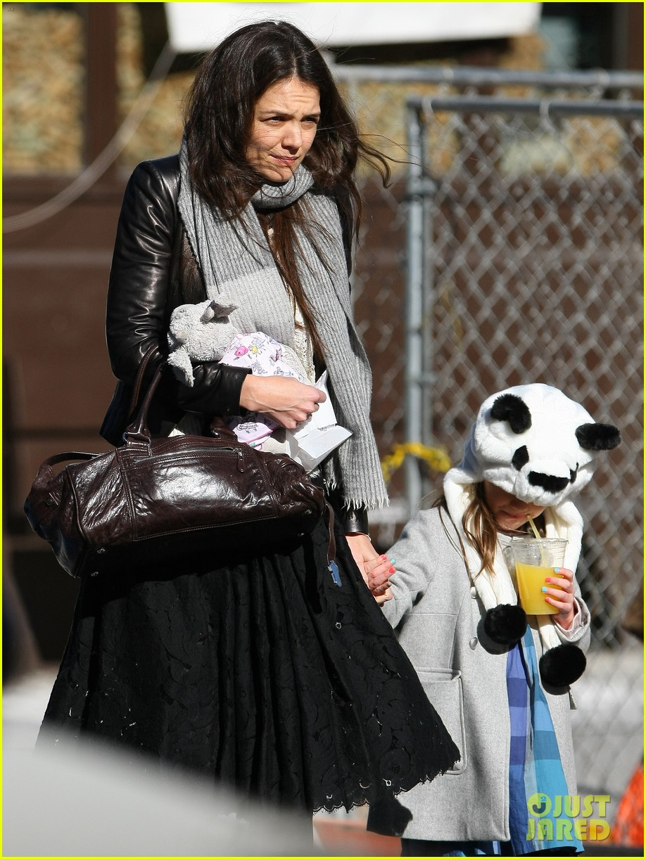 katie holmes sunday brunch with suri 18