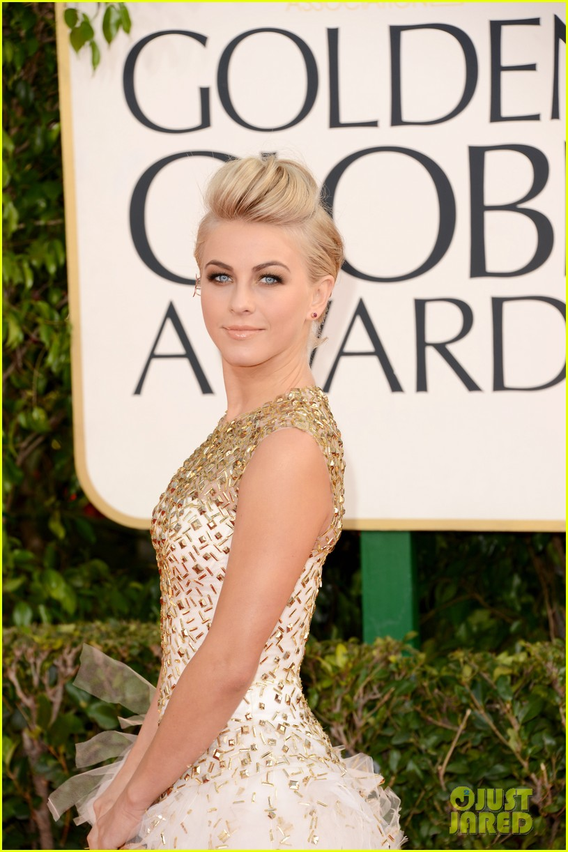 julianne hough ryan seacrest golden globes 2013 red carpet 02